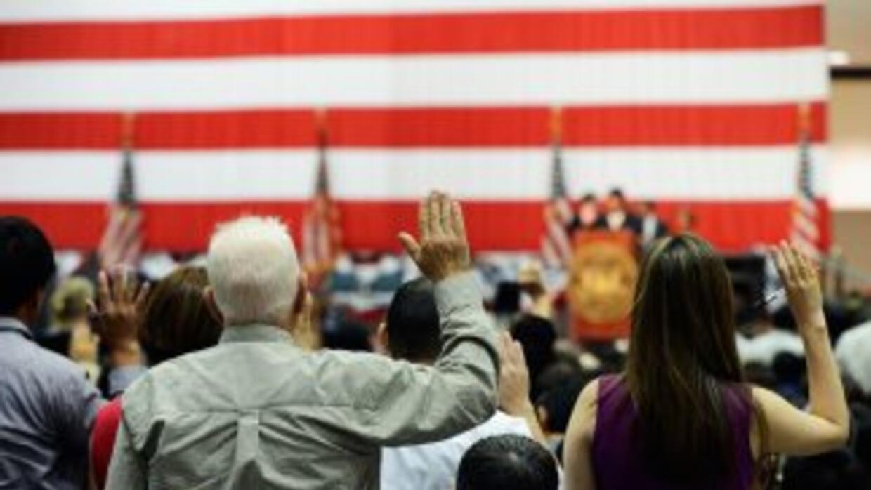 De los 8,2 millones de elegibles a la ciudadanía estadounidense, el 44 p...