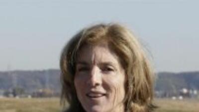 Caroline Kennedy, a su llegada a la base de Yokota el 20 de noviembre. (...
