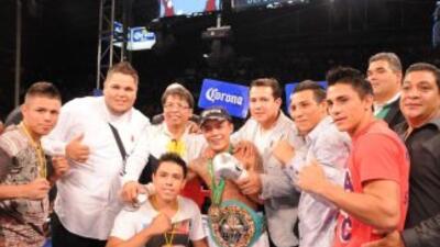 Cuello noqueó en dos asaltos a López y va por el título mundial paja (Fo...