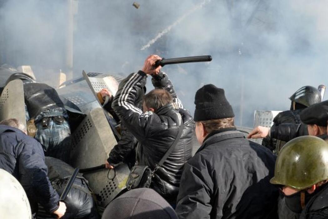 Sin embargo, la violencia estalló el martes porque los policías intentar...