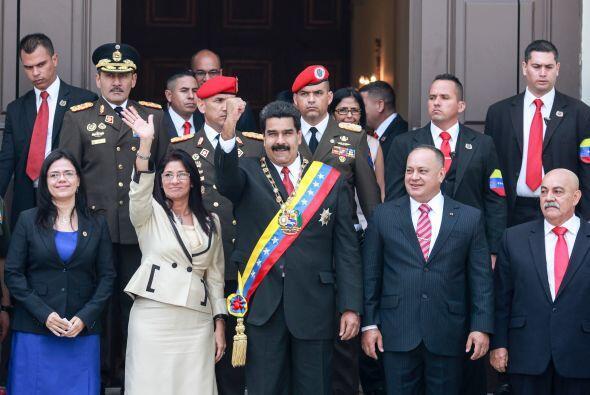 Miles de personas vinculadas con el chavismo acompañaron el acto como un...