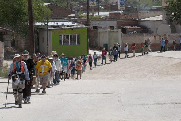 """El grupo inicio la """"Caminata del migrante: Caminamos por la vida"""" en el..."""