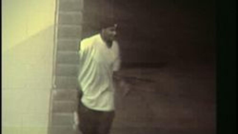 Imagen de pistolero huyendo de la escena