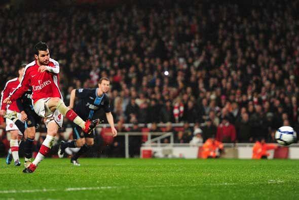 Falló el castigo el West Ham, y más tarde Cesc sí anotó otro penalti. Ar...