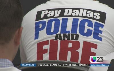 Policías y bomberos reclaman aumento salarial