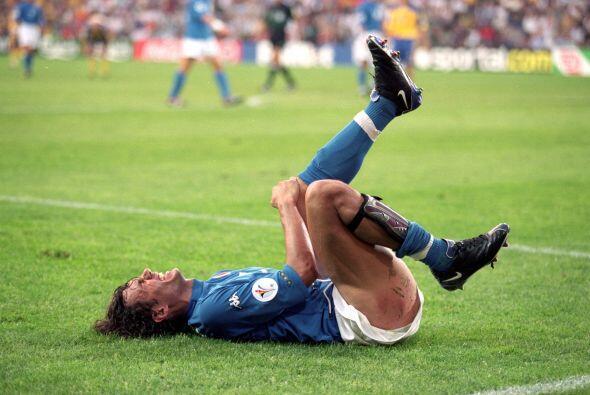 Paolo Maldini no pudo festejar en la final de la Eurocopa del 2000 ante...