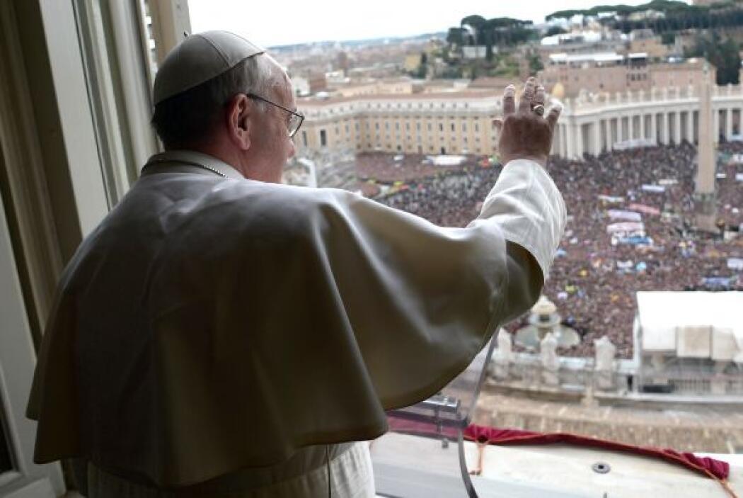 El Papa Francisco aseguró que Dios jamás deja de perdonar a los seres hu...