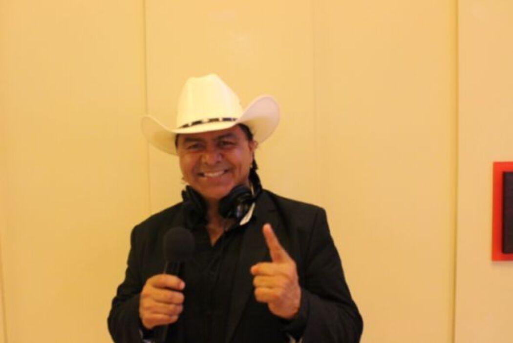 Javier el AGUILA ARAUJO, estuvo complaciendo a los Fans y a toda la gent...