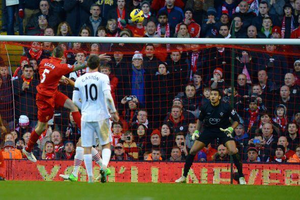 Este zaguero de los 'Reds' fue el causante de que su equipo se impusiera...