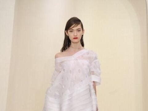 Christian Dior siempre piensa en la belleza de las mujeres, por eso cada...
