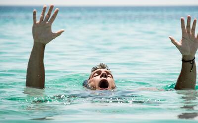 ¿Cómo salvar la vida de una persona que se está ahogando?