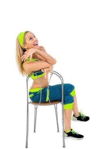 Otro ejercicio que podrás realizar con este mueble son los 'dips'. Coloc...