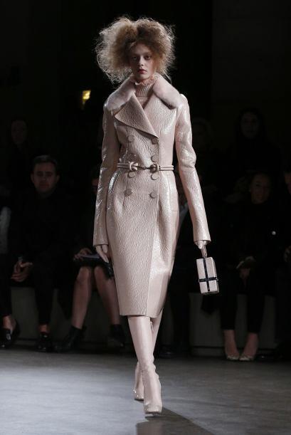 En la colección también hay prendas en cuero como abrigos, este en parti...