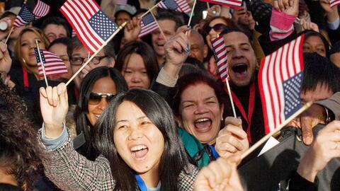 Entre los años fiscales 2013 y 2014 un total de 1.432,365 extranjeros ju...