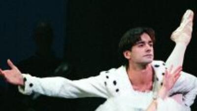 Lorna, quien comenzó a bailar a los 10 años en su país y llegó a ser pri...