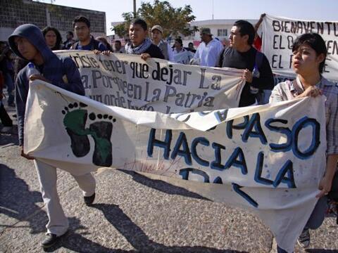 Decenas de inmigrantes centroamericanos y activistas mexicanos comenzaro...