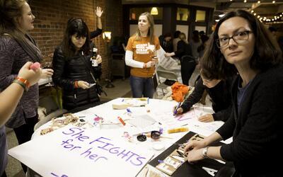 URGE fue fundada en 1992 por Gloria Steinem: feminista, activista y escr...