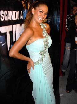 Uno de sus mejores vestidos, el verde pistache, resaltó su bronceado