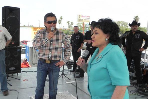 Hubo un momento en el cual se sorprendió a Raúl Brindis y Carmen Salinas...