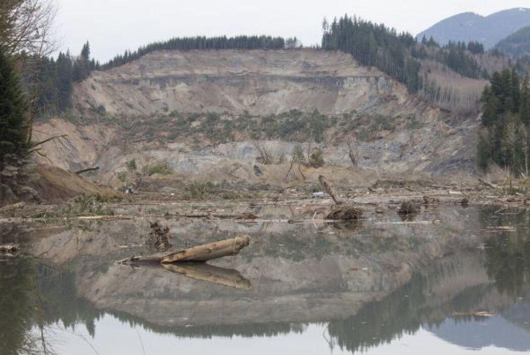 Además los desprendimientos de tierra pueden repetirse.