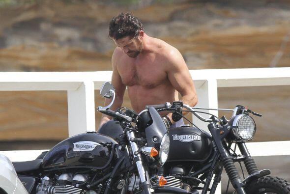 Para tomar un 'break' de la filmación, Gerald tomó su motocicleta y se f...