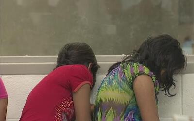Miles de niños son detenidos en el sur de Texas