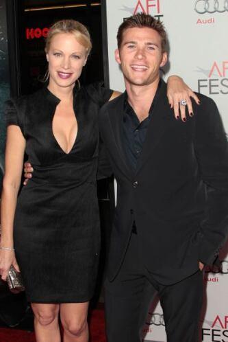 Scott y su hermana menor Kathryn se criaron en Hawai. Son fruto de la re...