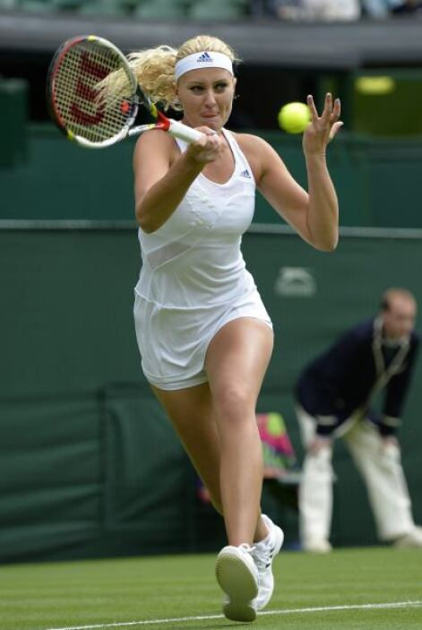 Mladenovic no pudo mantener su saque, lo que no desaprovechó Sharapova.