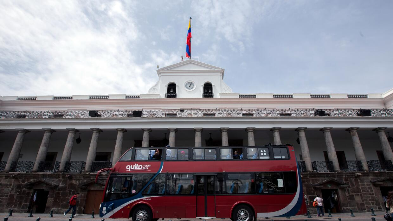 Un autobús turístico en Quito.