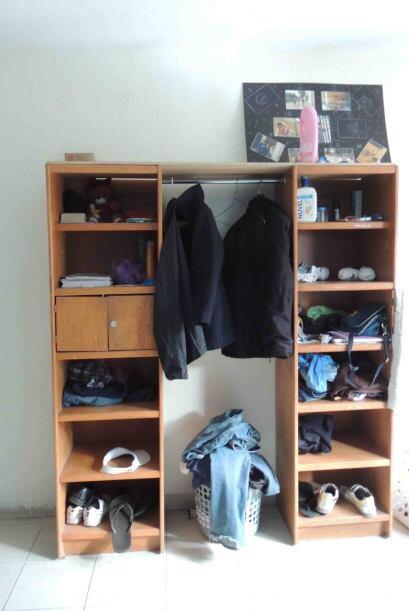 Una image del armario de Ángel. Foto: LSantacruz.