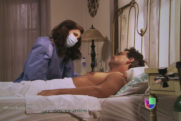 Miriam le dice a Daniel que sabe toda la verdad, Daniel piensa por un in...