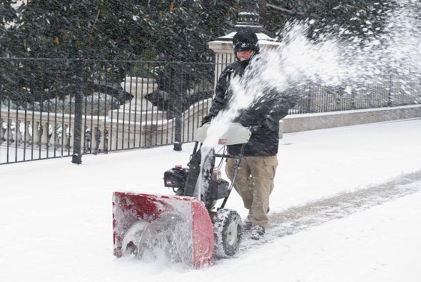 Al comienzo de la mañana la precipitación de nieve en Virginia marcaba u...