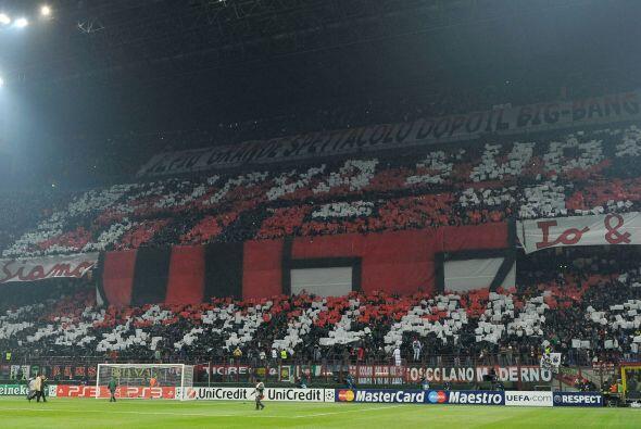 El Estadio Giuseppe Meazza lució pletórico, con los colore...