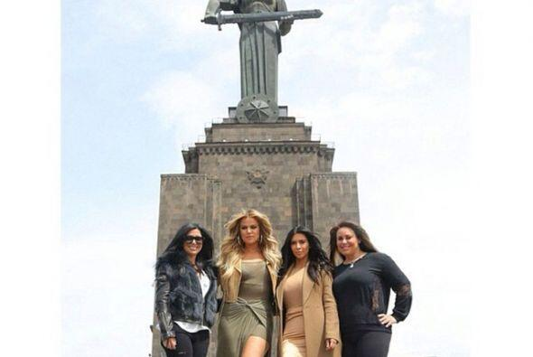Medios de comunicación y fans han salido a las calles de Ereván para log...
