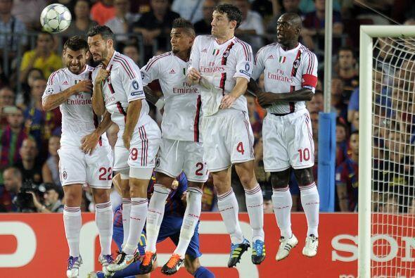El empate estuvo cerca con un tiro libre ejecutado por Messi que pegó en...