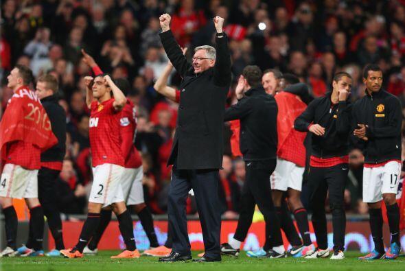 El entrenador Sir Alex Ferguson suma otro título con el United, como si...