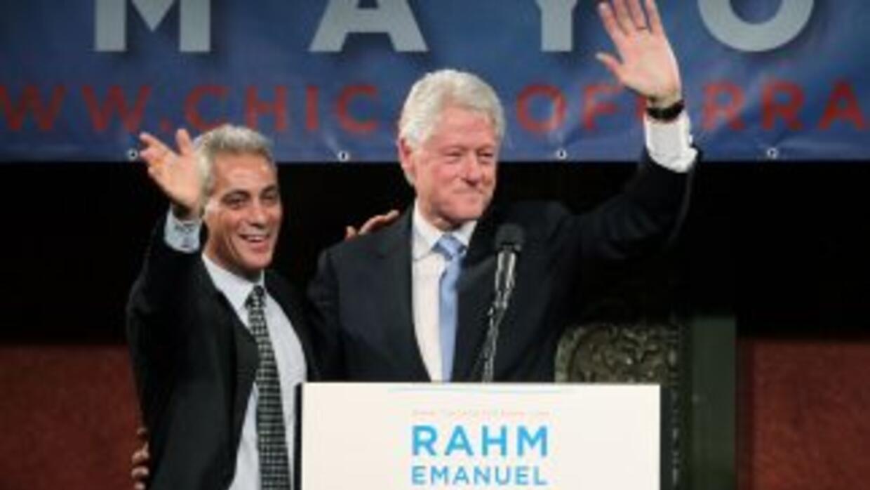 Foto de archivo del alcalde de Chicago, Rahm Emanuel y Bill Clinton.