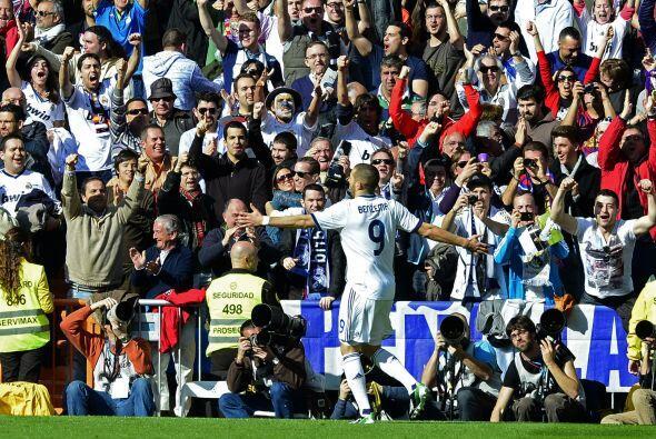 La afición blanca comenzaba su celebración. Su equipo jugaba mejor y com...