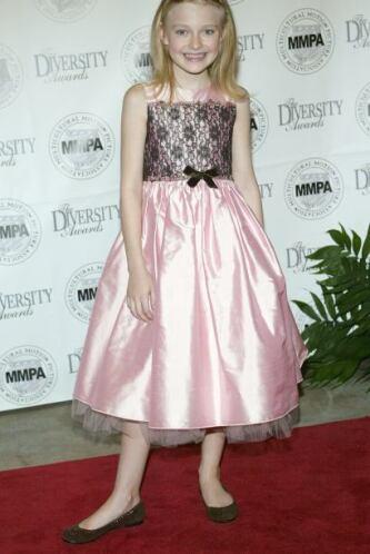 Todos derretíamos por Dakota Fanning cuando era chiquita. Su aspecto tan...