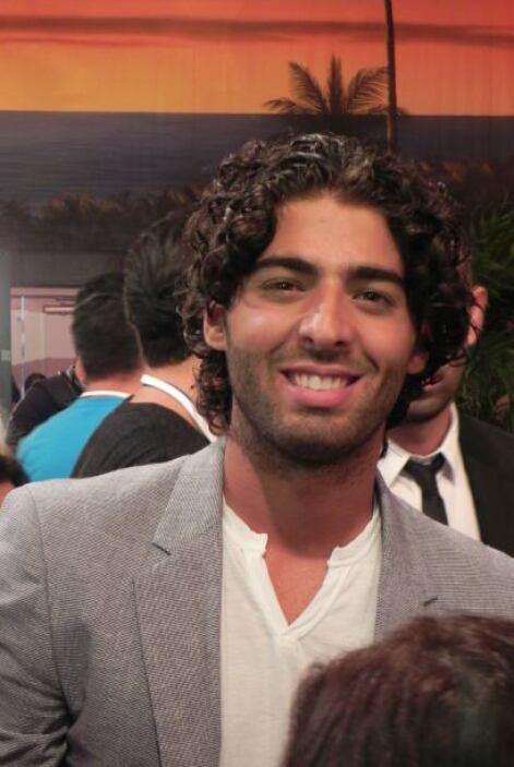 El hermano de Jencarlos Canela, Jason Canela, fue para apoyar a su herma...