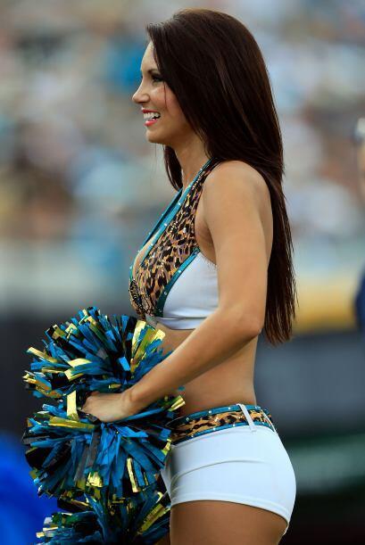En su cuarto año como porrista de los Jaguars, esta belleza deJacksonvi...
