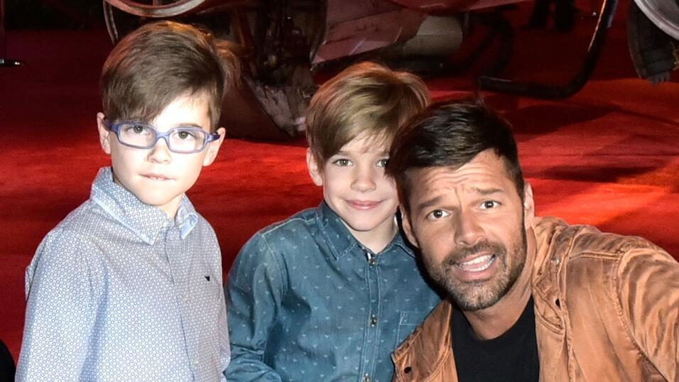 Ricky con sus hijos