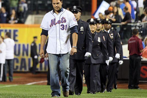 Mike Piazza salió al frente de otro grupo de homenajeados.
