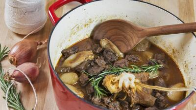 Sácale provecho a las ollas de hierro fundido de tu cocina.