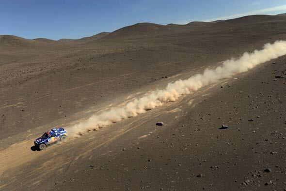 A pesar del terreno, los vehículos del Dakar alcanzan velocidades...