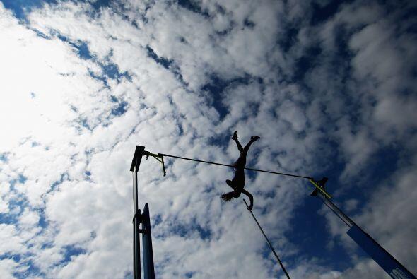 En la prueba de salto con garrocha femenil, la cubana Yarisley Silva se...