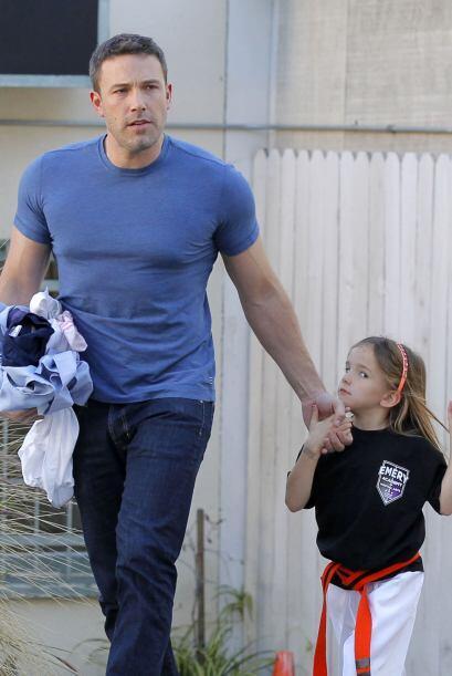 Ben pasó por sus hijas a sus clases de karate.