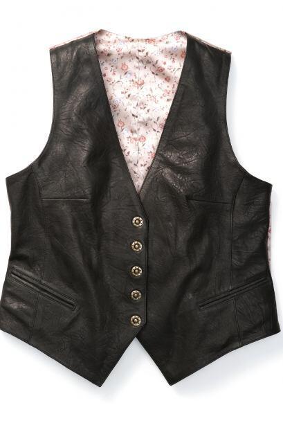 O un chaleco sin mangas es perfecto para enmarcar los hombros y llevar e...