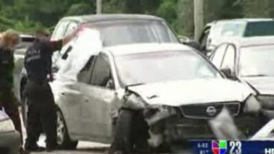 La persecución de una mujer por Okeechobee terminó con varios automóvile...