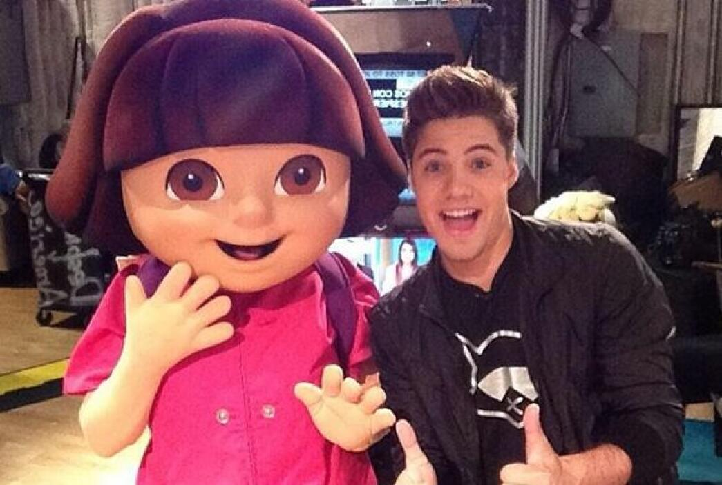 """With Dora the Explorer!!"", escribió William Valdes. (Mayo 2, 2014)"